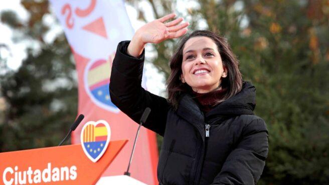 Inés Arrimadas, durante un mítin de campaña.