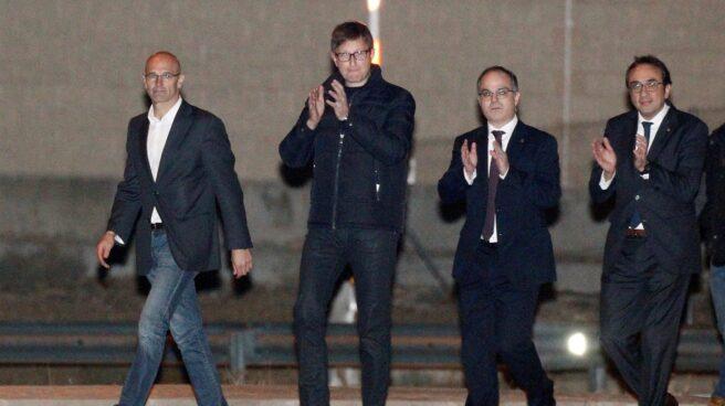 Los exconsellers de la Generalitat Raül Romeva, Carles Mundó, Jordi Turull, y Josep Rull, a su salida de la prisión de Estremera (Madrid).