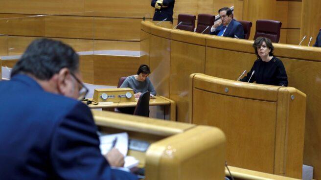 La vicepresidenta interviene este lunes en el Senado con el portavoz del PdCat en primer plano