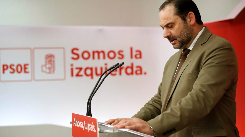 El secretario de Organización del PSOE, José Luis Ábalos, en una rueda de prensa en Ferraz.