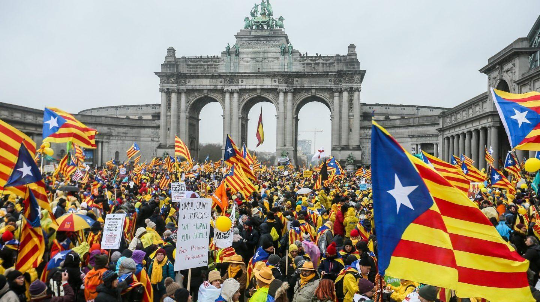 Manifestantes independentistas en el Parque del Cincuentenario de Bruselas.