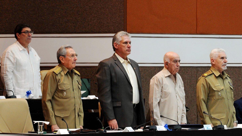 El presidente de Cuba, Raúl Castro, segundo por la izda. en la Asamblea Nacional del Poder Popular.