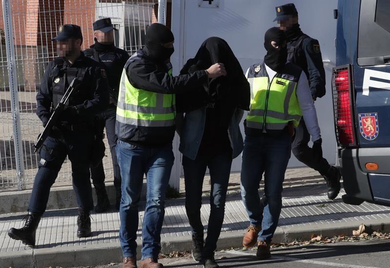 Efectivos de la Policía Nacional detienen a un presunto integrante de DAESH en Madrid. Archivo (EFE)