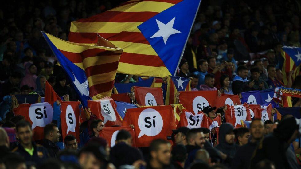 Estelada en el Camp Nou, durante el Barcelona-Olympiakos de Champions League.