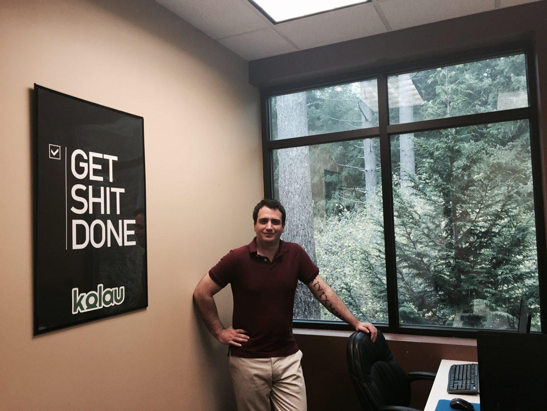 El fundador de Kolau, Danny Mola, en su despacho.