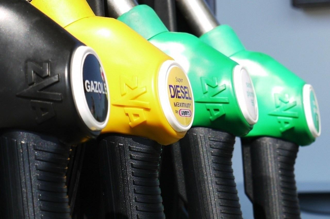Un surtidor de combustible en una gasolinera.