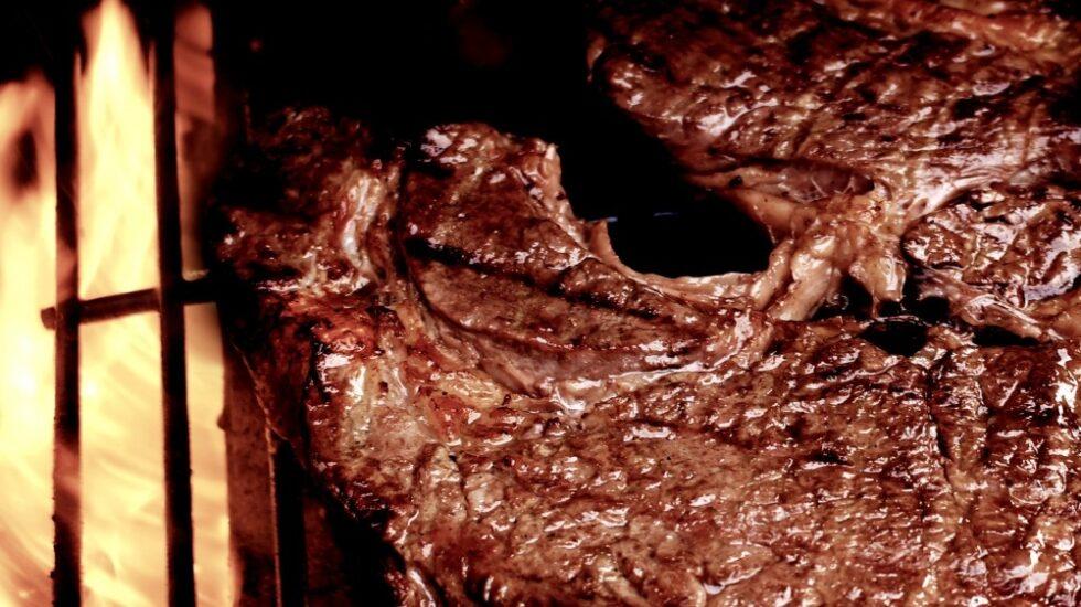 La carne roja produce cáncer por culpa del gen CMAH, que sintetiza el azúcar Neu5Ac.