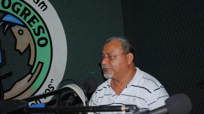 El padre Melo es el director de Radio Progreso en Honduras.