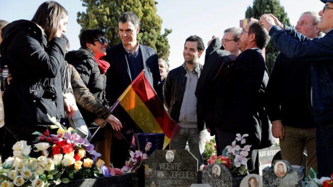 Pedro Sánchez, en el cementerio de Paterna (Valencia).