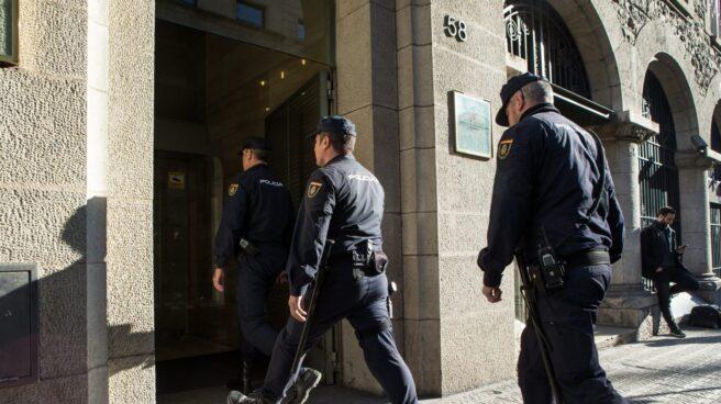 La Policía Nacional entra en el Instituto de Estadística de Cataluña (Idescat).