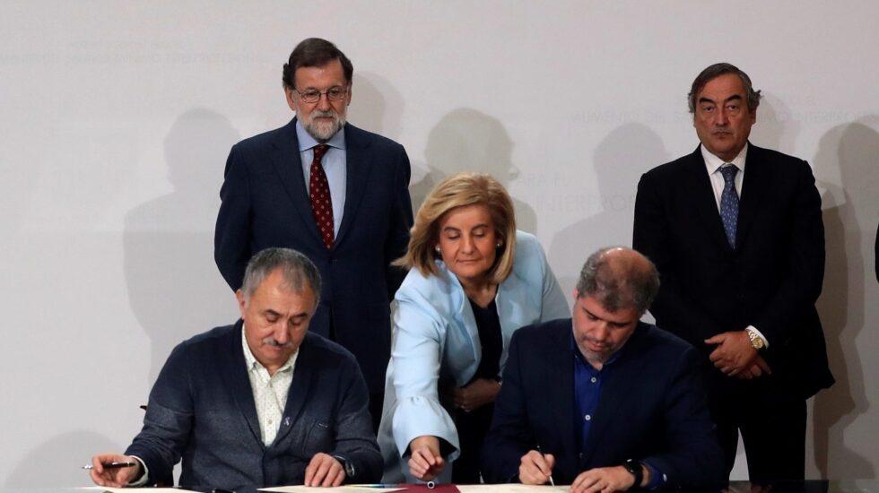 Firma del acuerdo de salario mínimo.