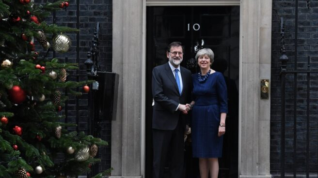 """Rajoy agradece a May su apoyo sobre Cataluña: """"Sin ley no hay democracia"""""""