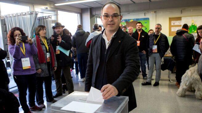 El ex conseller Jordi Turull vota en Parets del Vallés.