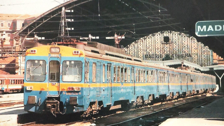 Tren saliendo de la estación de Atocha, en 1974.