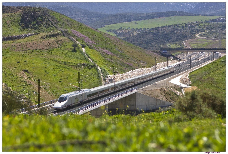 Imagen del tren AVE que conecta Madrid con Málaga, en un momento del trayecto.