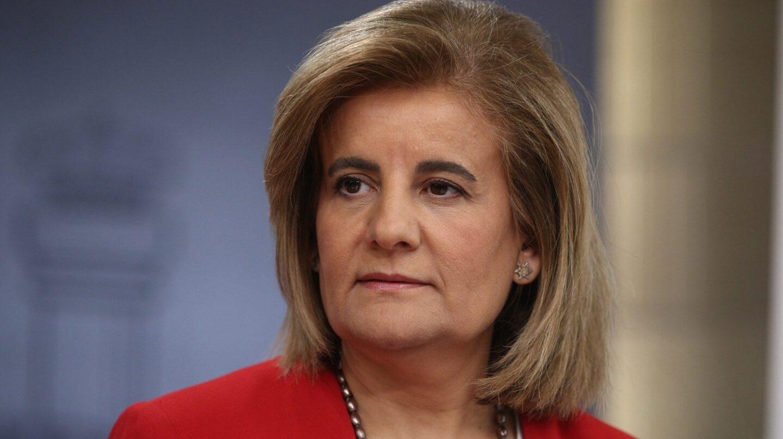 La ministra de Empleo, Fátima Báñez, tensa las costuras de la Seguridad Social para mejorar las pensiones de viudedad.