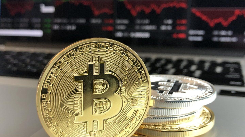 El bitcoin se desploma un 20%.