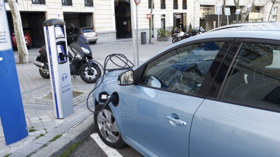 El coche eléctrico necesita un plan, según Aedive