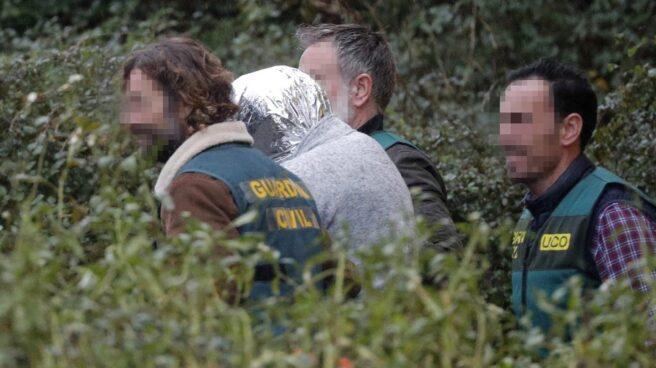 José Enrique Abuín, asesino confeso de Diana Quer, entre guardias civiles.