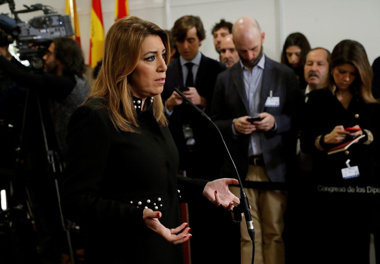Susana Díaz durante las declaraciones que realizó a su llegada a la recepción que se celebra en el Congreso de los Diputados con motivo del Día de la Constitución.