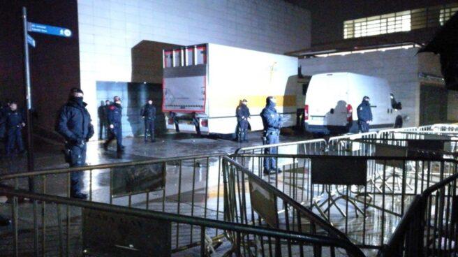 Dispositivo policial en el museo de Lleida para transportar los bienes de Sijena.