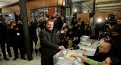 El cabeza de lista de Catalunya en Comú Podem, Xavier Domènech, vota en Barcelona