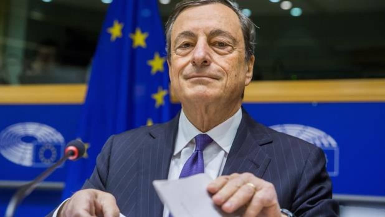 Draghi sostiene que Europa está en el buen camino aunque muestra dudas sobre la inflación.