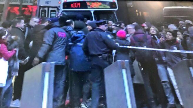 La policía de Nueva York investiga una explosión de origen desconocido en una estación de autobuses de Manhattan, cerca de Times Square.