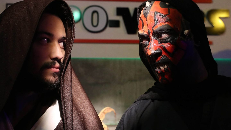 Dos actores con dos disfraces de la saga.