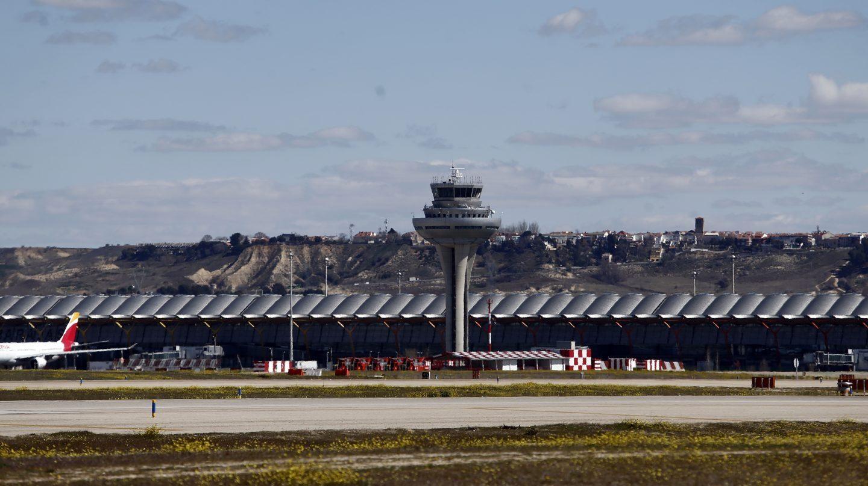 Torre de control en la Terminal 4 del Aeropuerto de Madrid Barajas-Adolfo Suárez