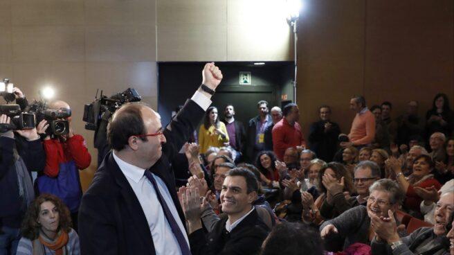 El candidato del PSC a la presidencia de la Generalitat, Miquel Iceta, acompañado del secretario general del PSOE, Pedro Sanchez.