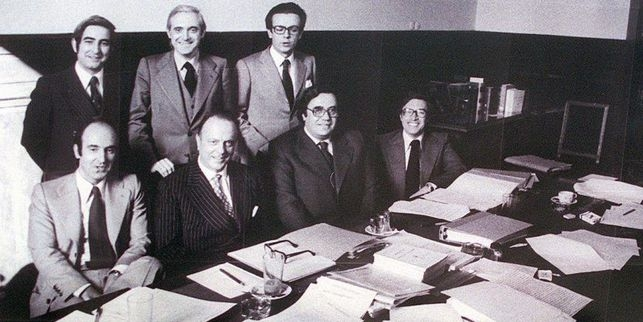 Los padres de la Constitución: Gabriel Cisneros, José Pedro Pérez Llorca y Miguel Herrero (arriba); Miquel Roca, Manuel Fraga, Gregorio Peces Barba y Turá (abajo).