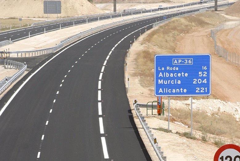 AP-36 entre Ocaña y La Roda, una de las autopistas de peaje quebradas en 2012.