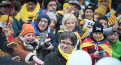Puigdemont no se atreve a entrar en Francia por miedo a ser detenido y planta la manifestación