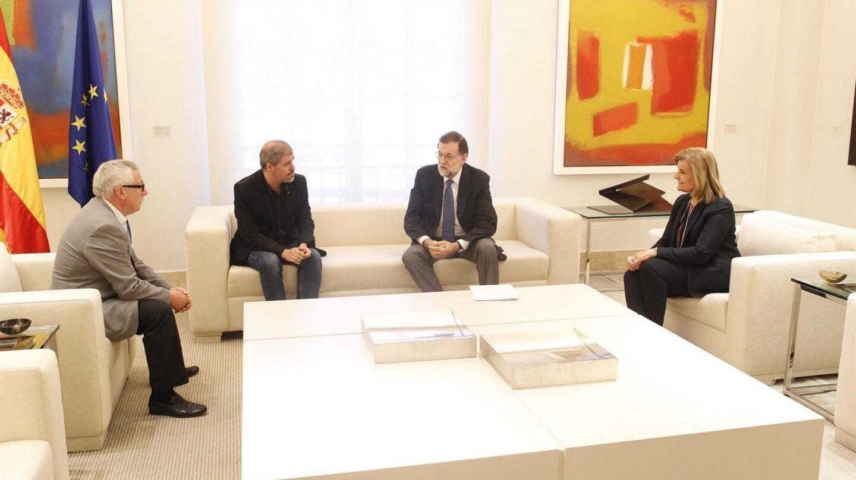 Reunión en La Moncloa, este martes 26 de diciembre, donde se ha firmado la subida del salario mínimo.