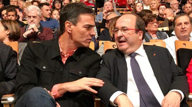 Pedro Sánchez y Miquel Iceta en un mitin del PSC en el Palacio de Congresos de Tarragona.