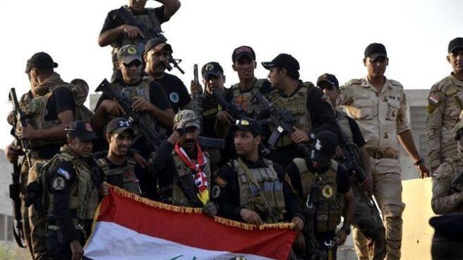 Soldados del ejército iraquí celebran la liberación de Mosul.