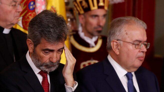 El presidente del Tribunal Supremo y del Consejo General del Poder Judicial, Carlos Lesmes y el presidente del Tribunal Constitucional, Juan José González Rivas.