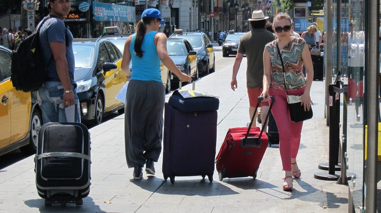 Turistas en una calle de Barcelona.