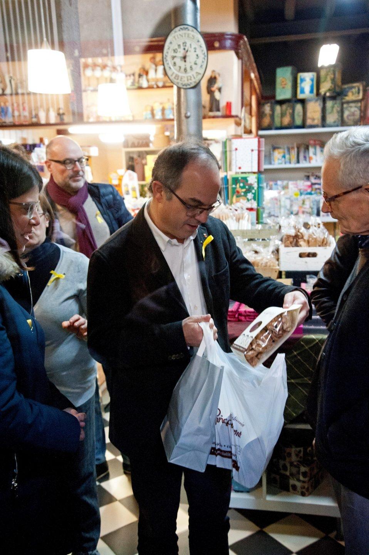 El ex 'conseller' de Presidencia de la Generalitat Jordi Turull, en la visita al comercio de los padres de Puigdemont.