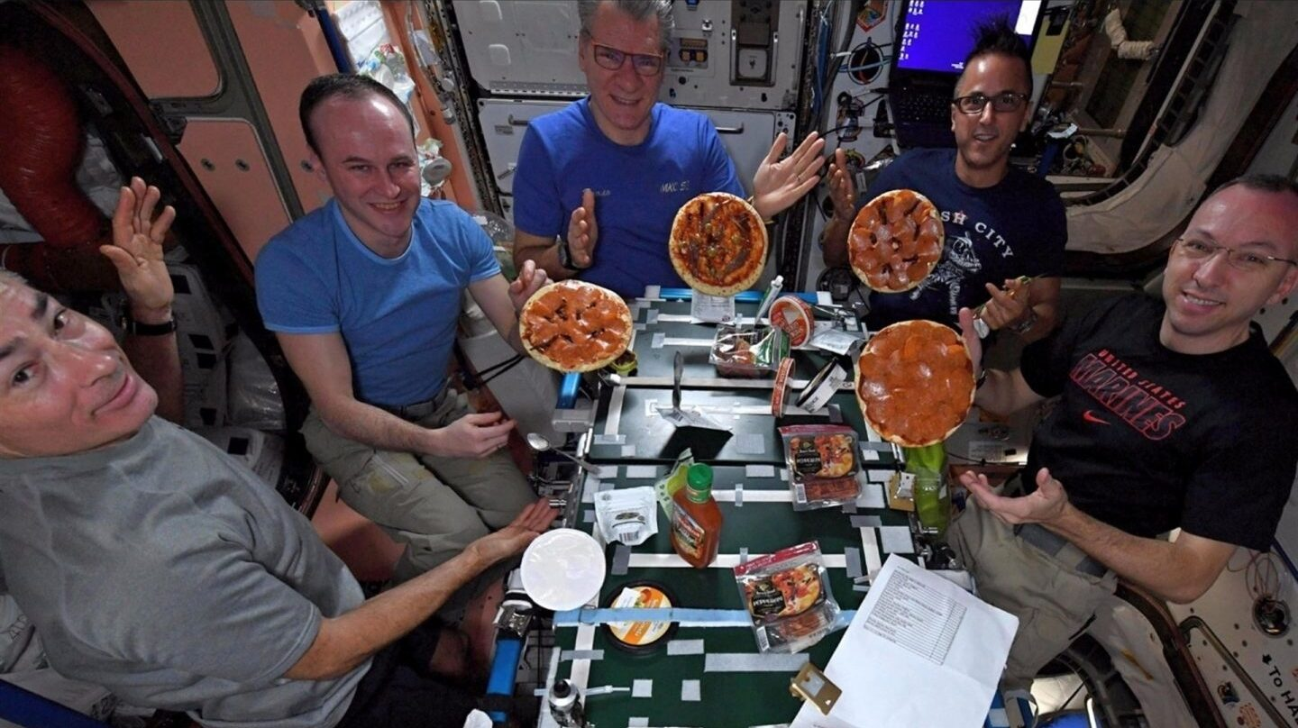 una pizza en la Estación Espacial Internacional.