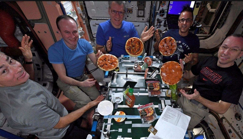 una pizza en la Estación Espacial Internacional.