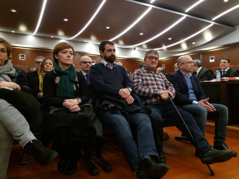 Jon Iñaki Echaburu, Aitor Telleria y Alfredo De Miguel, esta mañana en el banquillo de los acusados al inicio del juicio.