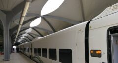 Tren construido por Talgo en una de las cinco estaciones saudíes de alta velocidad.