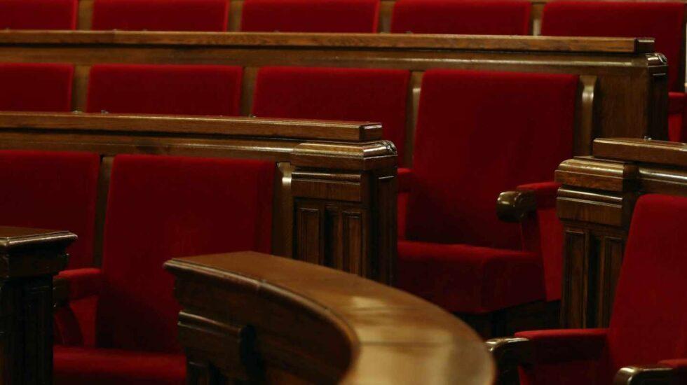 A la izquierda de la imagen, el escaño que ocupó Puigdemont en la anterior legislatura