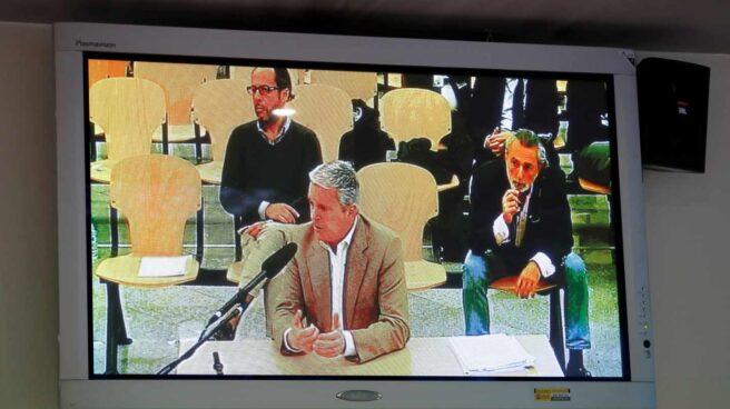 """Vista desde la sala de prensa de la Audiencia Nacional de la declaración de Pablo Crespo, hoy se reanuda el juicio de la rama valenciana del caso Gürtel, donde también está llamado a declarar Álvaro Pérez """"El Bigotes"""""""