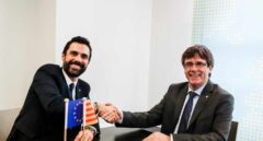 El presidente del Parlament, Roger Torrent, junto al diputado Carles Puigdemont en Bruselas