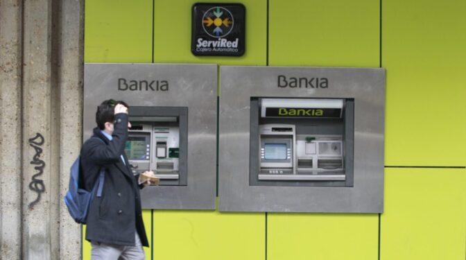 Credit Suisse y Fitch instan a la banca española a racionalizar sus recursos