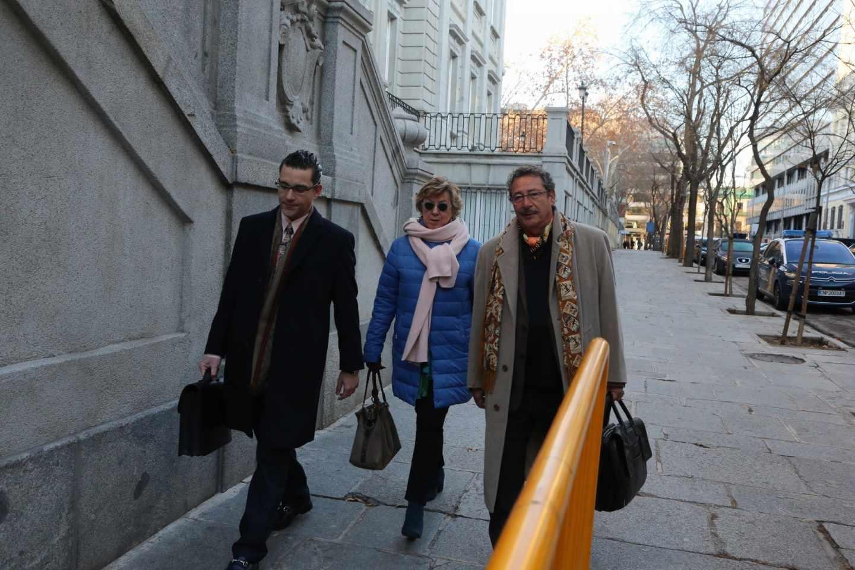 La senadora Pilar Barreiro llega al Tribunal Supremo.