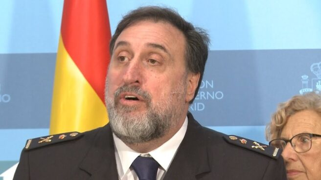 El comisario Germán Rodríguez Castiñeira, en una comparecencia en la Delegación del Gobierno en Madrid junto a la alcaldesa Manuela Carmena.